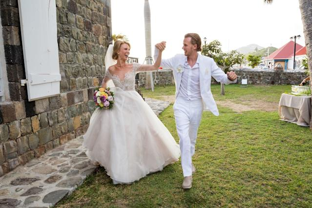 "<h1 class=""title"">Barron Hilton and Tessa von Walderdorff Wedding, couple's exit</h1> <cite class=""credit"">Photo by Jenny Gorman</cite>"