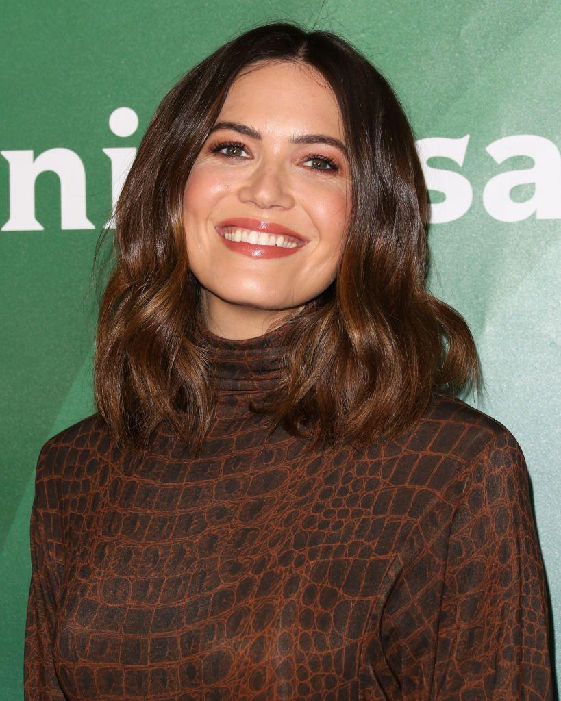 <p>On first glance, <strong>Mandy Moore's</strong> hair may appear to be a rich shade of chocolate brown. If you look closely, it's actually a super subdued ombré, turning a light-reflecting shade of chestnut toward the ends. </p>