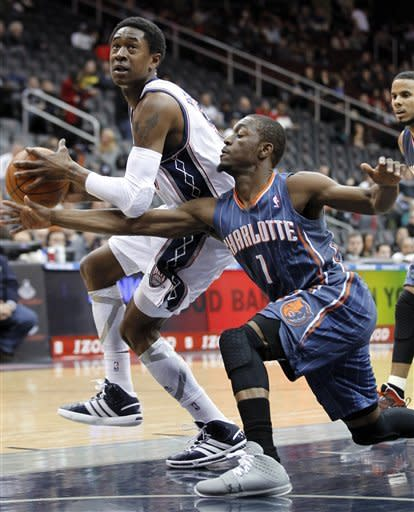 New Jersey Nets' MarShon Brooks, left, drives in the paint against Charlotte Bobcats' Kemba Walker during the first quarter of an NBA basketball game, Sunday, Jan. 22, 2012, in Newark, N.J. (AP Photo/Julio Cortez)