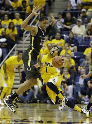 California guard Justin Cobbs, right, collides with Oregon center Tony Woods, left, during the second half of an NCAA college basketball game Saturday, Feb. 2, 2013 in Berkeley, Calif. California won the game 58-54. (AP Photo/Eric Risberg)