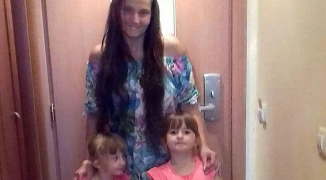 A mum-of-three who was bitten by a spider is desperate for an organ transplant this Christmas after her kidneys shut down. Source: SWNS/THE MEGA AGENCY