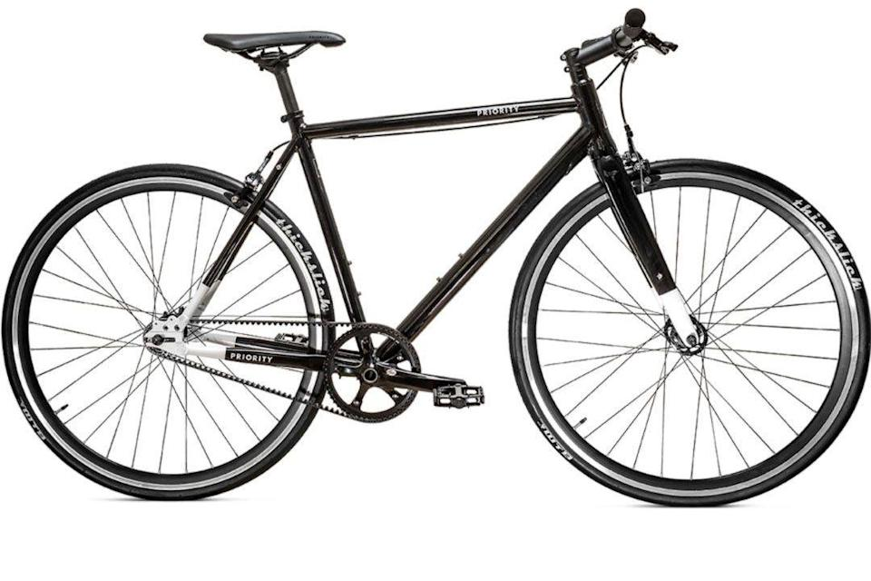 """<p><strong>Priority Bicycles</strong></p><p>prioritybicycles.com</p><p><strong>$499.00</strong></p><p><a href=""""https://go.redirectingat.com?id=74968X1596630&url=https%3A%2F%2Fwww.prioritybicycles.com%2Fproducts%2Face&sref=https%3A%2F%2Fwww.esquire.com%2Flifestyle%2Fg35493380%2Fbest-bikes-for-men%2F"""" rel=""""nofollow noopener"""" target=""""_blank"""" data-ylk=""""slk:Buy"""" class=""""link rapid-noclick-resp"""">Buy</a></p>"""