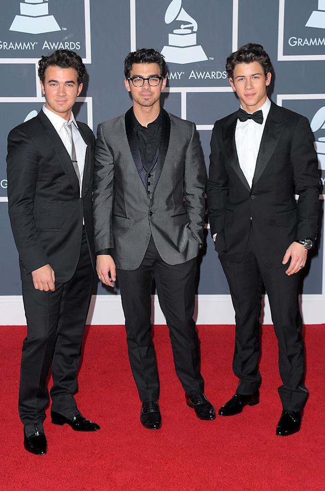 "The Jonas Brothers  Grade: B+   Kevin, Joe, and Nick each held their own in simple yet chic ensembles, shiny shoes, and a reasonable amount of hair product ... for them! Jason Merritt/<a href=""http://www.gettyimages.com/"" target=""new"">GettyImages.com</a> - January 31, 2010"