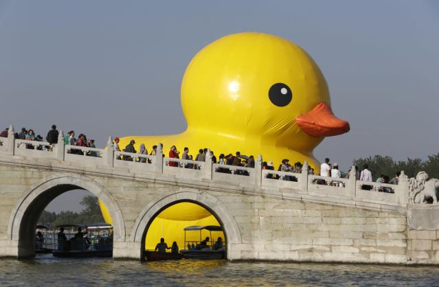 An inflated Rubber Duck by Dutch conceptual artist Florentijn Hofman floats on the Kunming Lake at the Summer Palace in Beijing September 26, 2013. The 18-metre-high (59 ft.) inflatable sculpture will be displayed at the historic tourist attraction for a month, local media reported. REUTERS/Jason Lee (CHINA - Tags: SOCIETY)