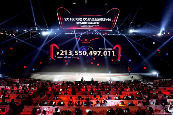 A screen shows the value of goods being transacted at Alibaba Group's 11.11 Singles' Day global shopping festival in Shanghai, China, November 12, 2018. REUTERS/Aly Song