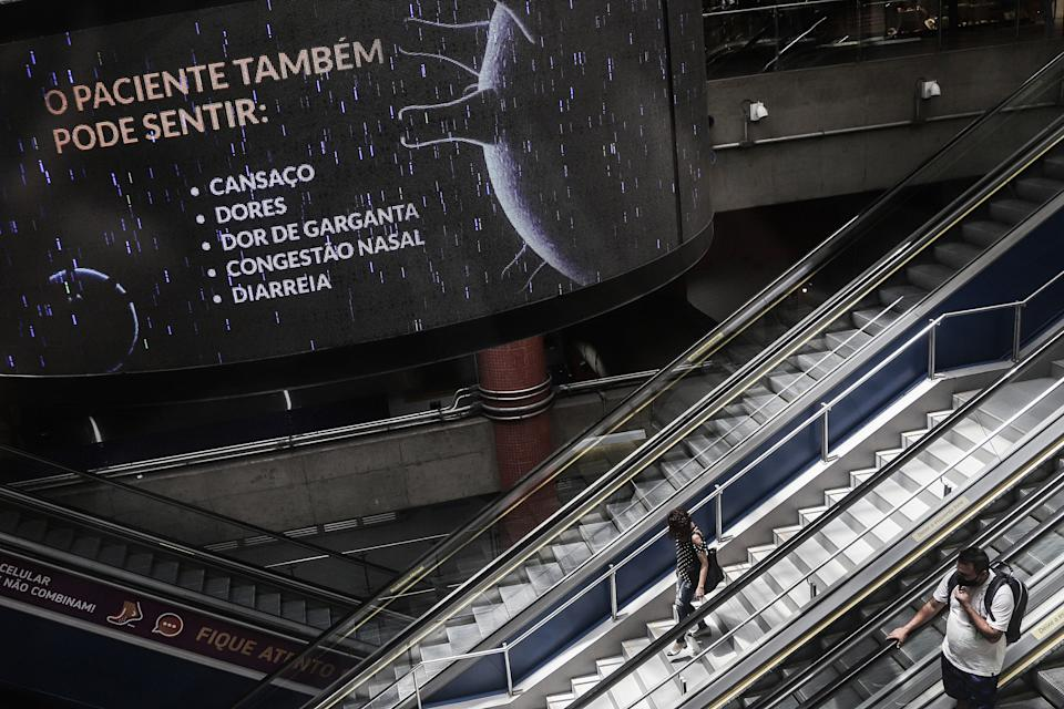 SAO PAULO, Jan. 29, 2021 -- A screen showing possible symptoms of COVID-19 is pictured at a subway station in Sao Paulo, Brazil, Jan. 28, 2021. Brazil on Thursday reported 61,811 new COVID-19 cases, taking its nationwide tally to 9,058,687, said the Health Ministry.    The country also registered 1,386 more COVID-19 deaths in the previous 24 hours, raising the national count to 221,547, it said. (Photo by Rahel Patrasso/Xinhua via Getty) (Xinhua/Rahel Patrasso via Getty Images)