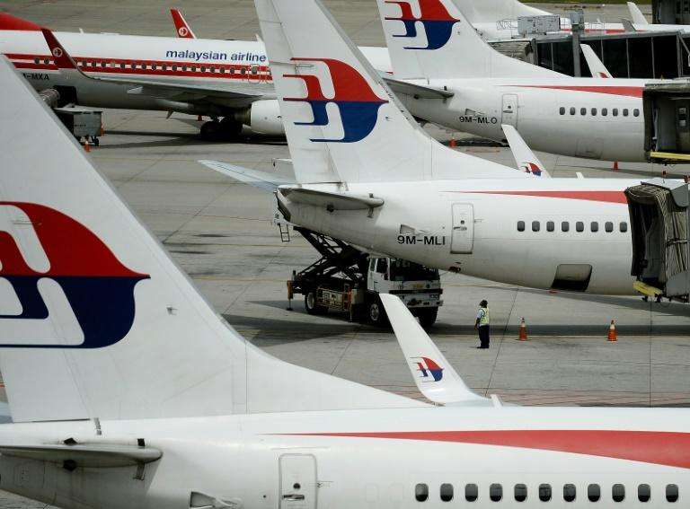 Malaysia Airlines flight diverted to Alice Springs after 'loud noise, shaking'