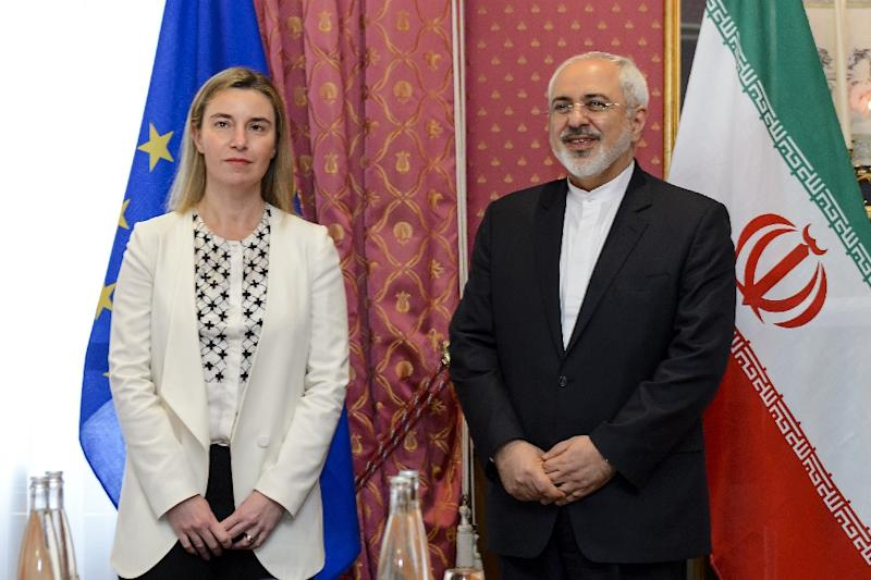 EU foreign policy chief Federica Mogherini (L) meets with Iranian Foreign Minister Mohammad Javad Zarif during nuclear talks in Lausanne on March 29, 2015 (AFP Photo/Fabrice Coffrini)
