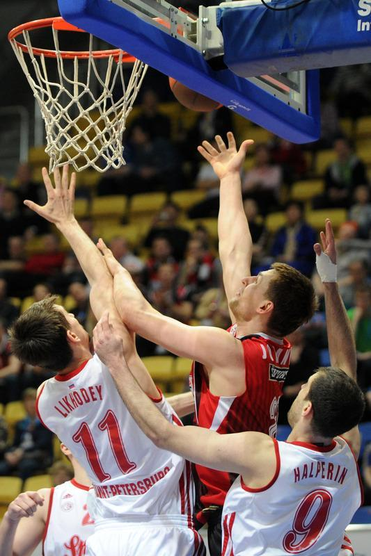 Lietuvos Rytas' Arturas Jomantas (c) vies with BC Spartak Saint-Petersburg's Valery Likhodey (L) and Yotam Halperin during Eurocup's FinalFour third place basketball match between Lietuvos Rytas and BC Spartak Saint-Petersburg in Khimki, a suburb of Moscow, on April 15, 2012. (Photo by Kirill Kudryavtsev /AFP/Getty Images)