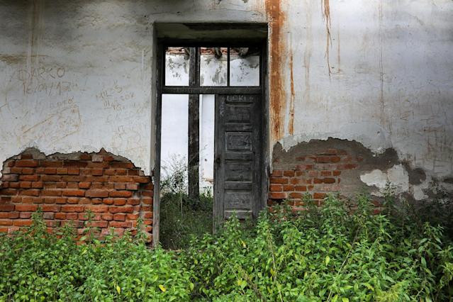<p>An abandoned house stands in the village of Papratna, near the southeastern town of Knjazevac, Serbia, Aug. 14, 2017. (Photo: Marko Djurica/Reuters) </p>