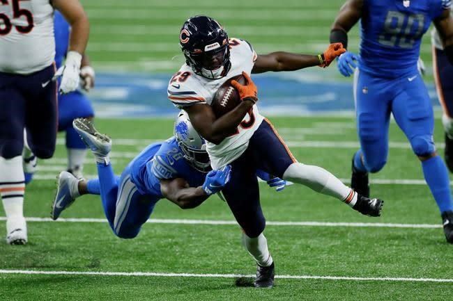 Bears agree to 3-year contract extension with RB Cohen