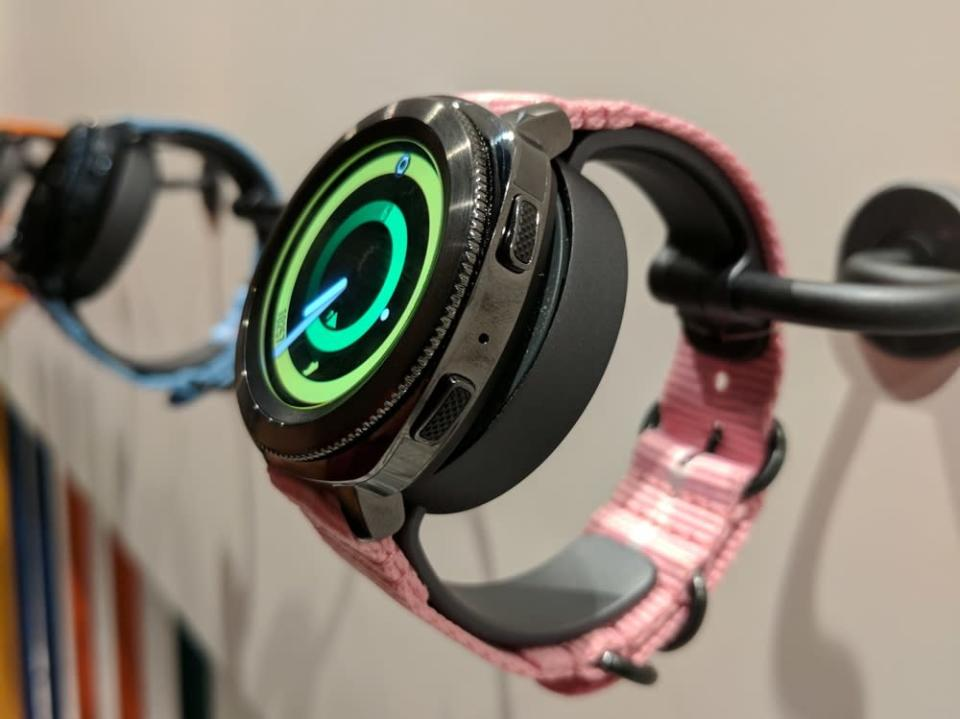 Samsung's Gear Sport promises smartwatch and fitness capabilities without having to keep your phone with you all the time.
