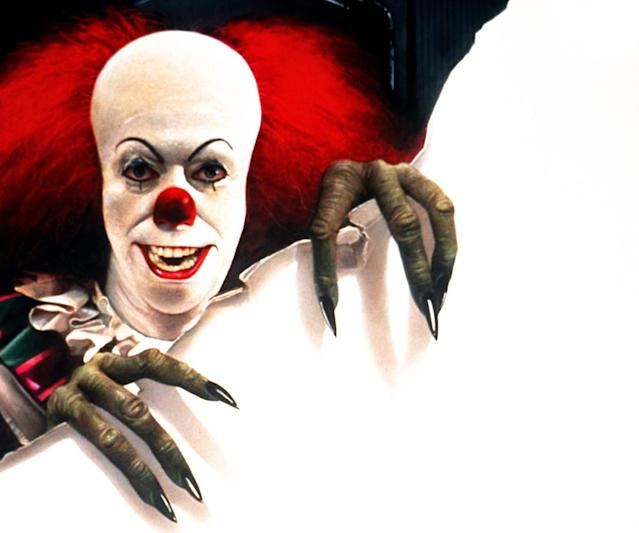 Tim Curry as Pennywise the clown in ABC's <em>It</em>miniseries (Photo: Everett Collection)