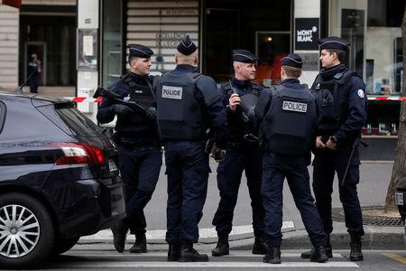 French police stand in front of the French financial prosecutor's offices following a bomb alert in central Paris, France, March 20, 2017.  REUTERS/Benoit Tessier