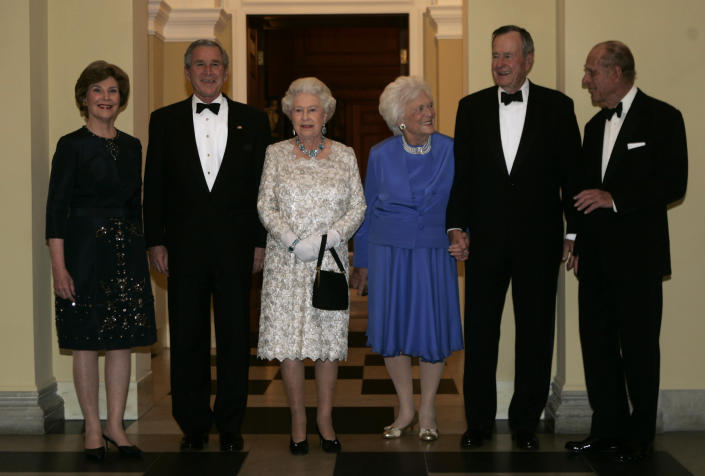 <p>From left: First lady Laura Bush, President George W. Bush, Queen Elizabeth II, former first lady Barbara Bush, former President George H.W. Bush and Prince Philip pose for photographs before the start of a dinner at the British Embassy on May 8, 2007, in Washington. (Photo: Evan Vucci/AP) </p>