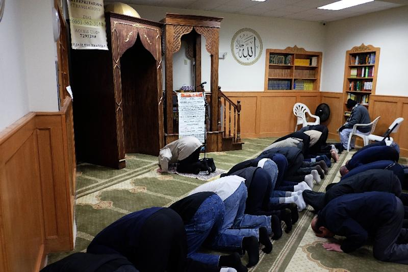 Muslim men pray at a mosque in Jersey City, New Jersey, on December 7, 2015 (AFP Photo/Jewel Samad)