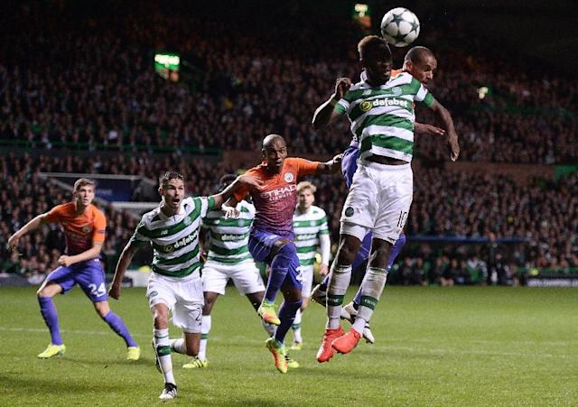 Manchester City's Brazilian midfielder Fernando (R) vies in the air with Celtic's French striker Moussa Dembele during the UEFA Champions League match in Glasgow, Scotland on September 28, 2016 (AFP Photo/Oli Scarff)