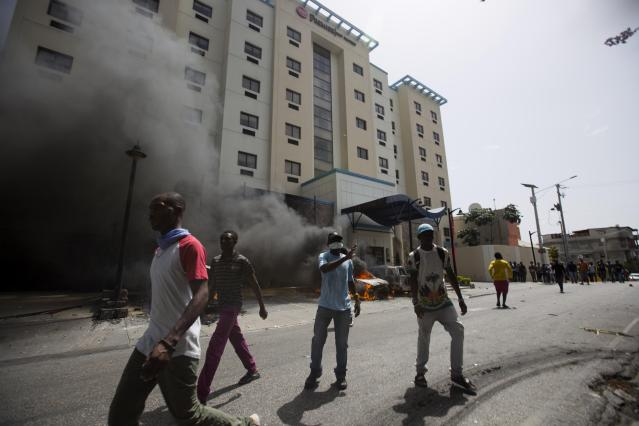 <p>People are burning cars in the garage of Best Western hotel during a protest over the cost of fuel in Port-au-Prince, Haiti, Saturday, July 7, 2018. (Photo: Dieu Nalio Chery/AP) </p>