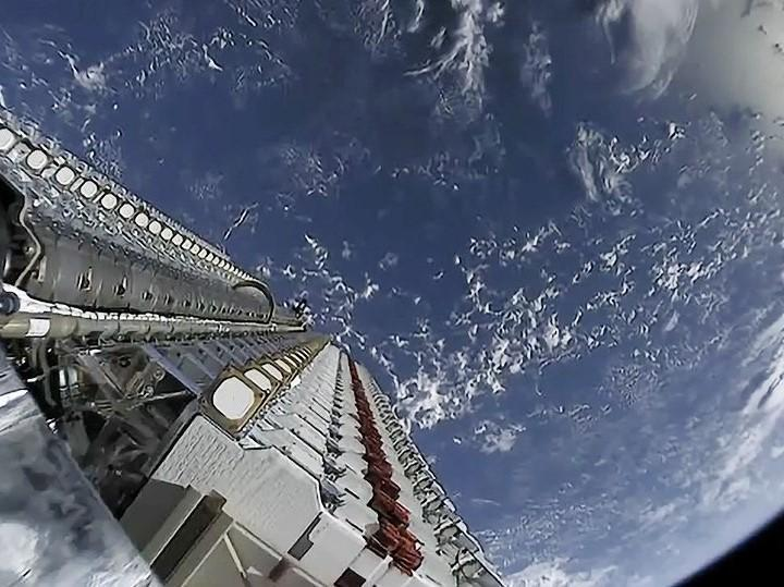 <p>SpaceX launches Starlink satellites into low-Earth orbit in batches of 60 at a time</p> (SpaceX)