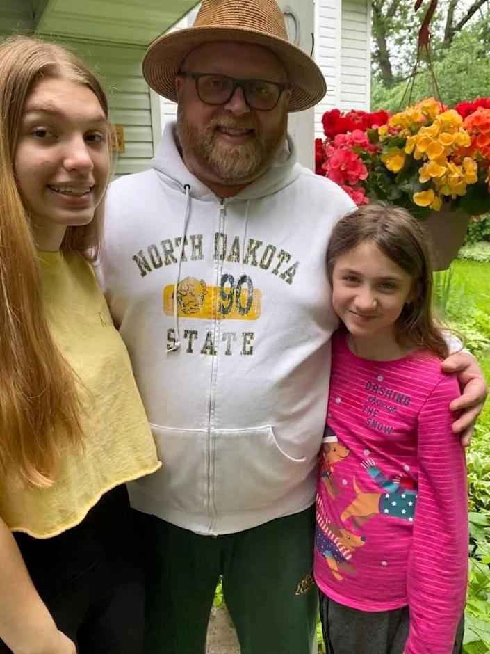 Image: Kyle Roos with his daughters, Charlee and Layla. (Courtesy of Jaclyn Roos)
