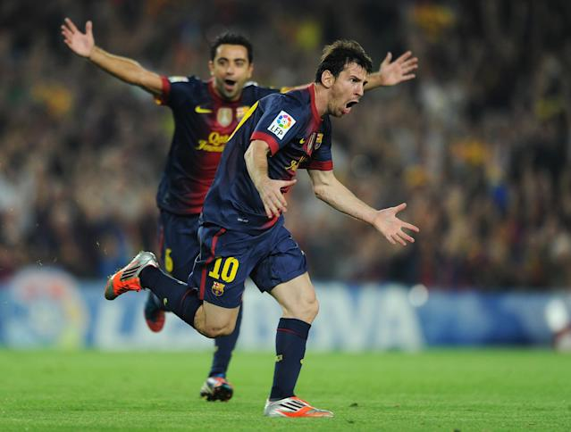 BARCELONA, SPAIN - OCTOBER 07: Lionel Messi (R) of Barcelona besides his teammate Xavi Hernandez during the la Liga match between FC Barcelona and Real Madrid at the Camp Nou stadium on October 7, 2012 in Barcelona, Spain. (Photo by Jasper Juinen/Getty Images)
