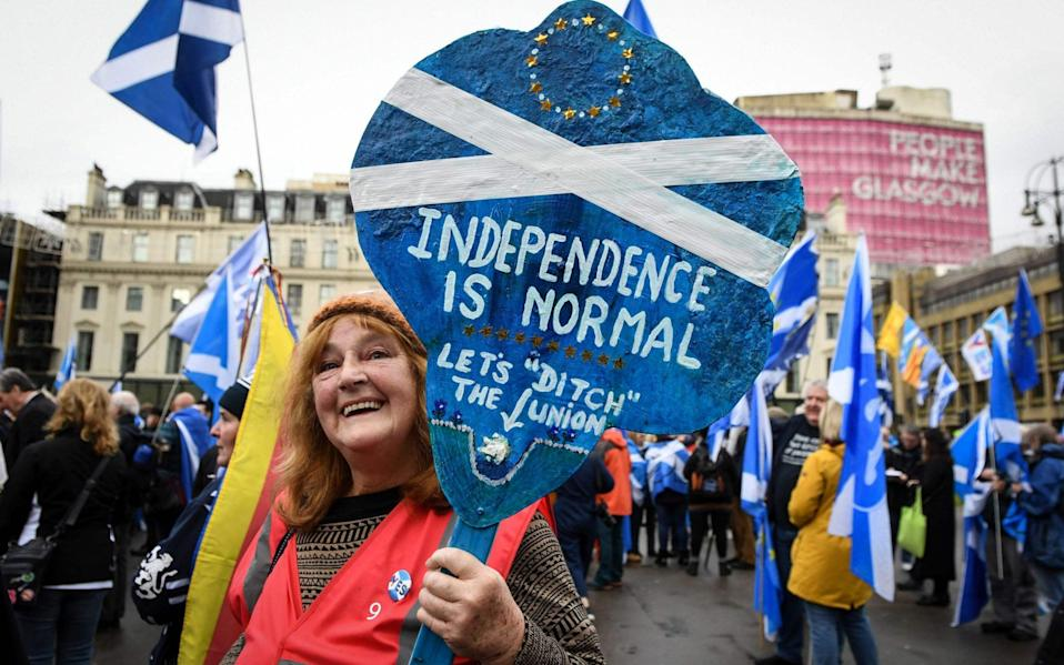 A pro-independence supporter displays a placard at a rally calling for Scottish independence in Glasgow in 2019 - ANDY BUCHANAN/AFP