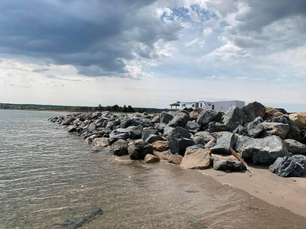 A Nova Scotia Supreme Court justice found the decision by then-environment minister Iain Rankin that this rock wall on James Beach does not violate provincial rules was sound. (Jack Julian/CBC - image credit)