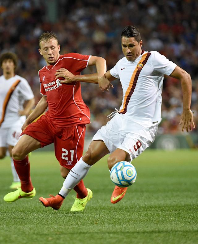 Liverpool's Lucas Leiva (L) and Roma's Marco Borriello compete for the ball in Boston, on July 23, 2014 (AFP Photo/Dominick Reuter)