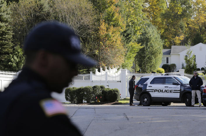 """<p>Police officers stand in front of property owned by former Secretary of State Hillary Clinton and former President Bill Clinton in Chappaqua, N.Y., Wednesday, Oct. 24, 2018. A U.S. official says a """"functional explosive device"""" was found at the Clinton's suburban New York home. (Photo: Seth Wenig/AP) </p>"""