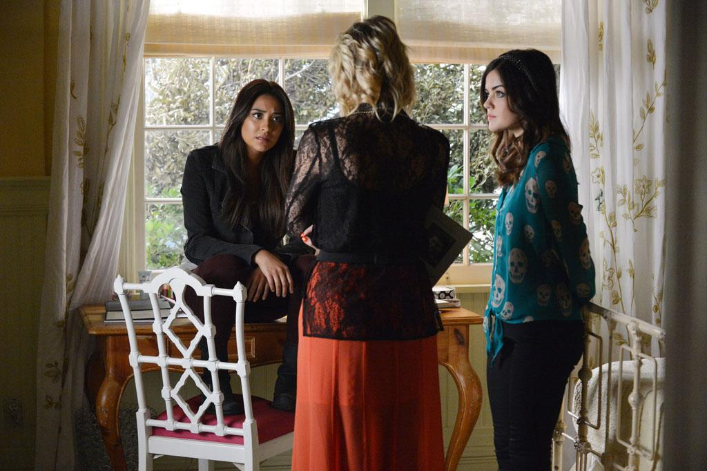 """Out of Sight, Out of Mind"" - The PLLs are looking for answers in all of the wrong places in ""Out of Sight, Out of Mind,"" an all new episode of ABC Family's hit original series ""Pretty Little Liars."""