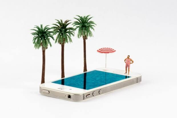 """LeBlanc issued an invitation to """"jump in and lose yourself"""" on Day 337, as one of her minis contemplated a dip in a tropical iPhone swimming pool."""