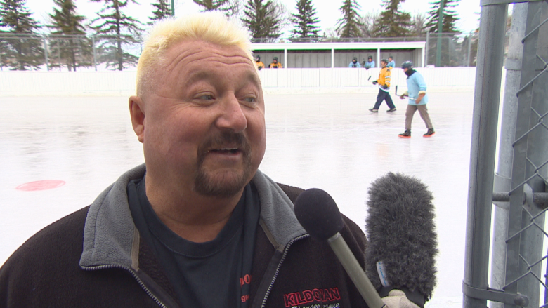 'Anybody can play': All about spongee, the 'cult' sport of Winnipeg