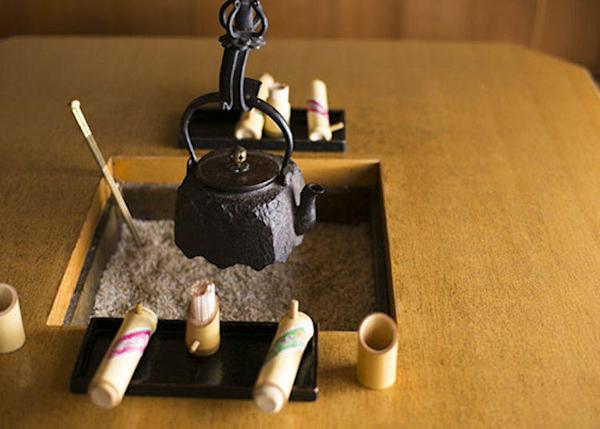 ▲Seating around the irori (hearth in the floor) create an air of refinement