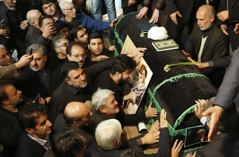 Mourners gather around the coffin of former Iranian president Akbar Hashemi Rafsanjani during a ceremony at the Jamaran mosque in Tehran, on January 9, 2017 (AFP Photo/Atta Kenare)