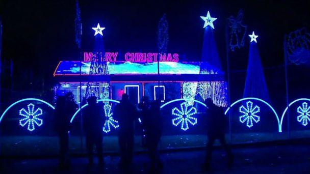 PHOTO: The mayor of Old Bridge Township, N.J., is trying to force Thomas Apruzzi to pay $2,000 a night for security at his Christmas light display. (WABC)