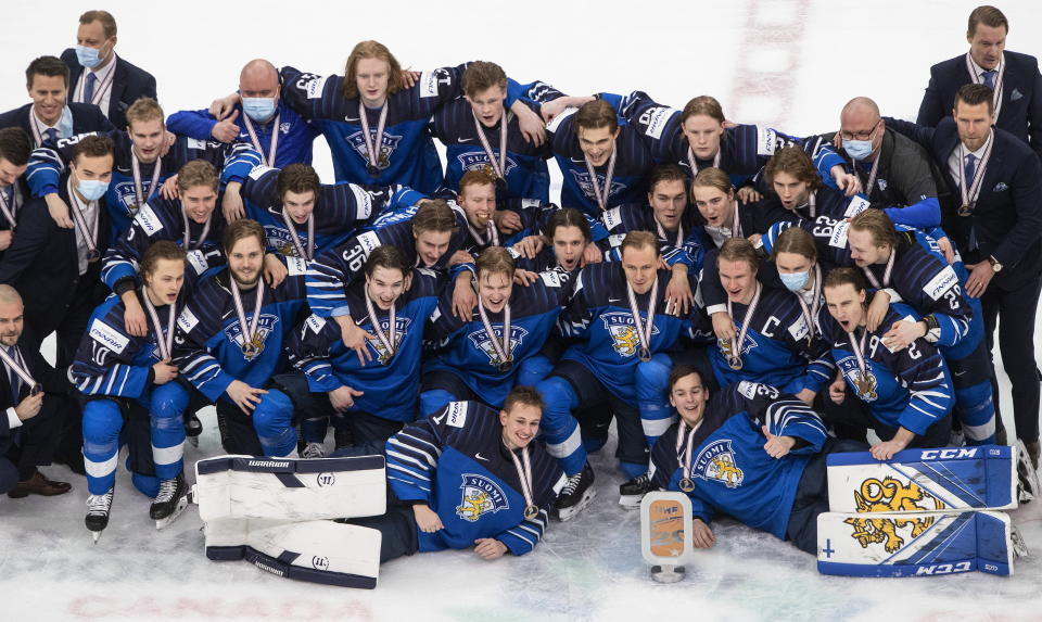 The team from Finland poses with bronze medals after defeating Russia in the third-place game of the IIHF World Junior Hockey Championship, Tuesday, Jan. 5, 2021, in Edmonton, Alberta. (Jason Franson/The Canadian Press via AP)