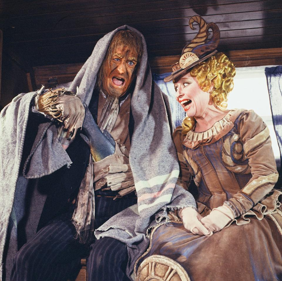 """Jon Pertwee as scarecrow Worzel Gummidge seen here shooting a scene from the Southern Television childrens series """"Worzel Gummidge"""" with actress Barbara Windsor as Saucy Nancy, a ship's figurehead. 21st October 1980. (Photo by Tony Smith/Mirrorpix/Getty Images)"""