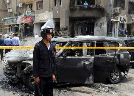 Policemen investigate the site of a car bomb attack on the convoy of Egyptian public prosecutor Hisham Barakat near his house at Heliopolis district in Cairo, Egypt, June 29, 2015. REUTERS/Mohamed Abd El Ghany