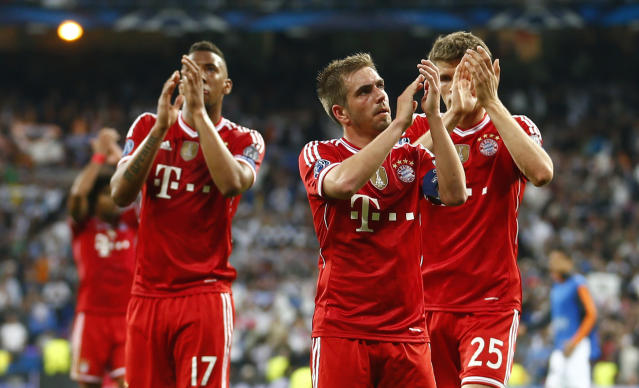 Bayern's Jerome Boateng, Philipp Lahm and Thomas Mueller, from left, acknowledge the fans after losing 0-1 in a Champions League semifinal first leg soccer match between Real Madrid and Bayern Munich at the Santiago Bernabeu stadium in Madrid, Spain, Wednesday, April 23, 2014 .(AP Photo/Paul White)
