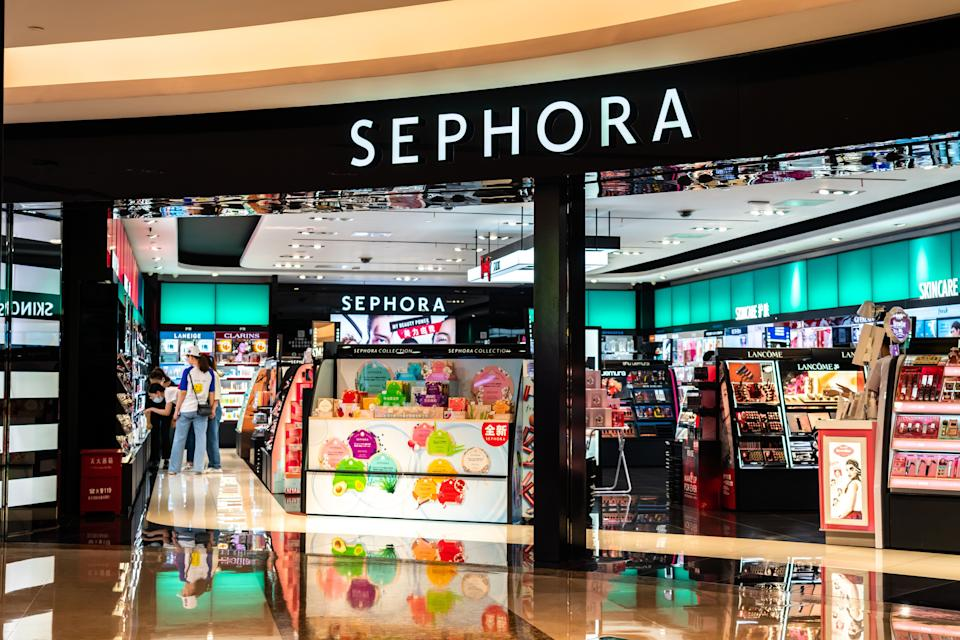 "<a href=""https://fave.co/2N2VkuW"" target=""_blank"" rel=""noopener noreferrer"">Sephora</a> has been dropping daily deals throughout the month of November and on Nov. 27 the beauty retailer is offering <a href=""https://fave.co/2N2VkuW"" target=""_blank"" rel=""noopener noreferrer"">major markdowns on select items</a> from beloved brands like Benefit, Tarte and Anastasia.  (Photo: SOPA Images via Getty Images)"