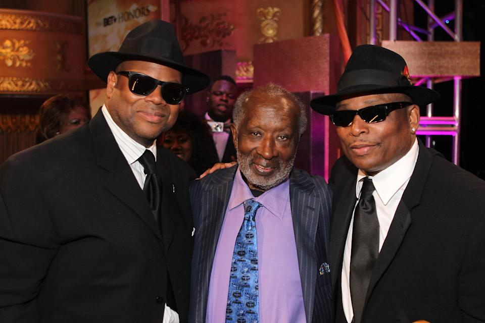 """<p><em>The Black Godfather</em> tells the fascinating story of music executive Clarence Avant's life, during which he played a crucial role in the careers of people like Bill Withers, Quincy Jones, Muhammad Ali, Hank Aaron, and presidents Bill Clinton and Barack Obama. Another great, moving music doc in Netflix's expansive library.</p> <p><a href=""""https://www.netflix.com/title/80173387"""" rel=""""nofollow noopener"""" target=""""_blank"""" data-ylk=""""slk:Available to stream on Netflix"""" class=""""link rapid-noclick-resp""""><em>Available to stream on Netflix</em></a></p>"""
