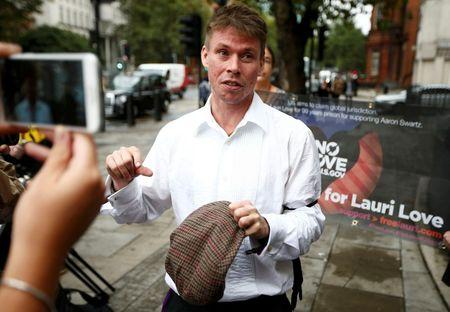 "Képtalálat a következőre: ""Lauri Love speaks to members of the media as he leaves his extradition hearing at Westminster Magistrates' Court in London, Britain September 16, 2016. REUTERS/Peter Nicholls"""