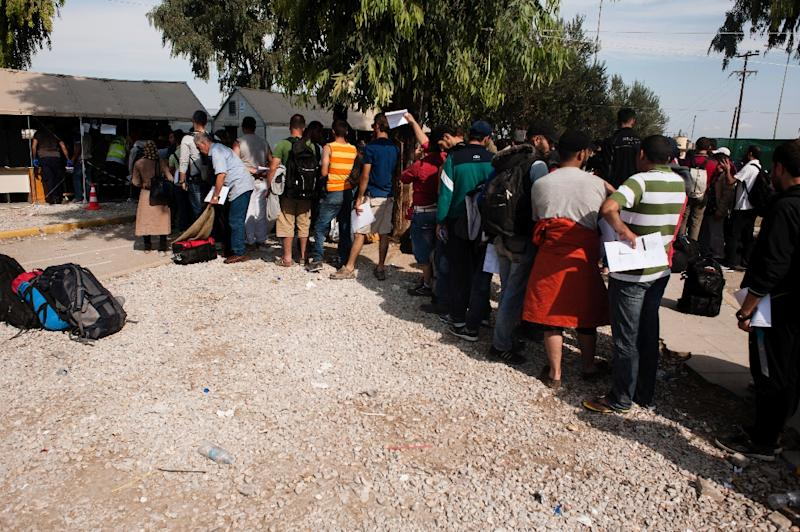 "People queue for police to take their finger prints to be registered at the ""Kara Tepe"" camp near the port of Mytilene on the Greek island of Lesbos, after crossing the Aegean sea from Turkey, on September 27, 2015 (AFP Photo/Iakovos Hatzistavrou)"