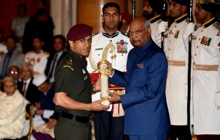 Dhoni to pull guard duty in troubled Kashmir as honorary colonel