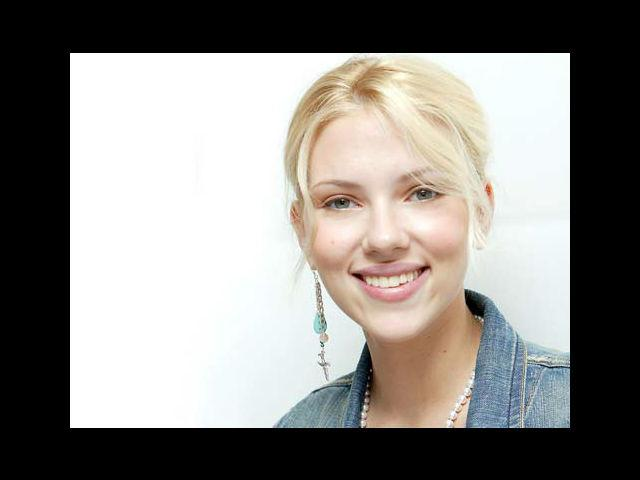 <b>3. Scarlett Johansson: <br>Why?</b><br> Because she's every living man's ultimate object of desire. <br><b> What to ask her? </b><br> May I take you out for dinner?