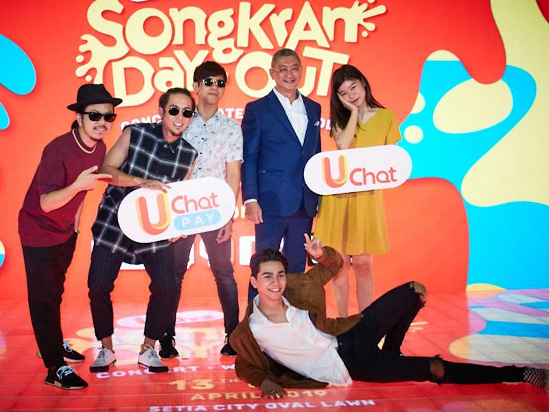 Bunkface and Priscilla Abby, seen here with Managing Director of i-Serve Dato' Allan Goh, are among the performers at UChat Songkran Day-Out.