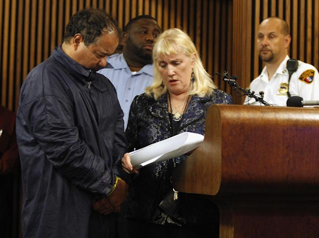 CLEVELAND, OH - MAY 09: Ariel Castro (L) talks with his public defender, Kathleen DeMetz (2nd R), during his arraignment on kidnapping and rape charges on May 9, 2013 in Cleveland, Ohio. Castro is accused of abducting three girls, Michelle Knight, 32, Amanda Berry, 27 and Gina DeJesus, believed to be about 23 and holding them for about 10-years. (Photo by Matt Sullivan/Getty Images)