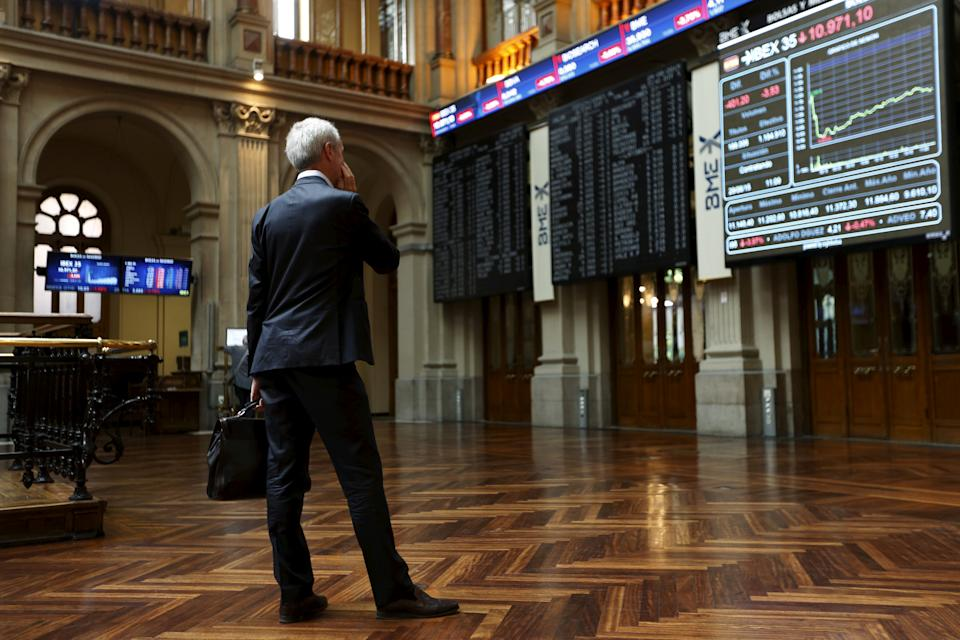 A trader looks at computer screens at Madrid's bourse, Spain, June 29, 2015.  REUTERS/Susana Vera/File Photo
