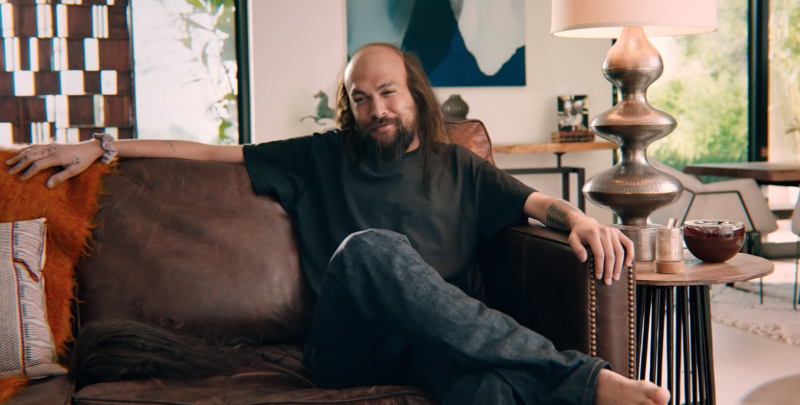 The actor, known for his long-flowing locks, looks markedly different. (Rocket Mortgage/YouTube)