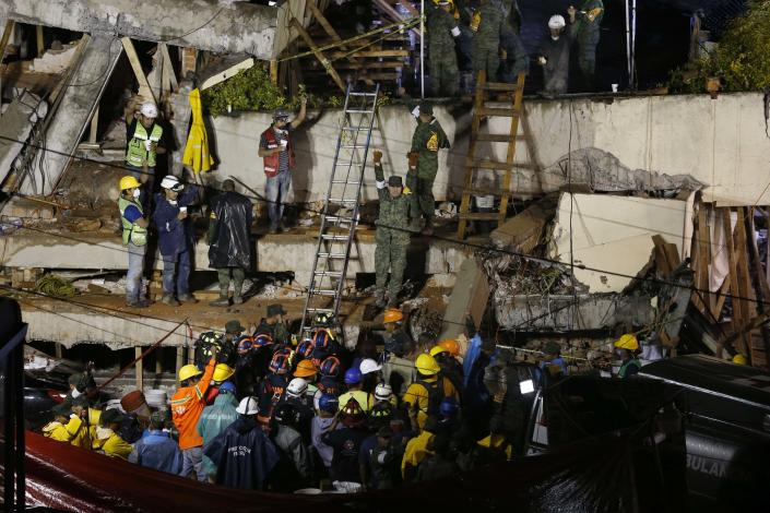 <p>Rescue personnel work on the rescue of a trapped child at the collapsed Enrique Rebsamen primary schoool in Mexico City, Sept. 20, 2017. (Photo: Marco Ugarte/AP) </p>